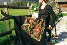 polnisch-österreichisches Dirndl-Trachtenkleid / Ich möchte mir einen Wunsch erfüllen und selbst ein Dirndl nähen. Da das Dirndl so ungewöhnlich wie ich sein soll, soll es ein Österreichischer Schnitt mit polnischen Folklore-Motiven sein. ^^