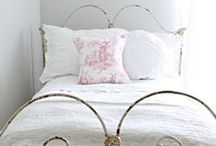 Bedroom / romantic bedroom.... sleep well....