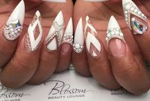 All that beauty / Negle er smykker, ikke et redskab !