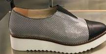 Frühjahr Sommer / TAPODTS-Schuhe begleiten durch den ganzen Tag und setzen Fokus auf Haut- und Umweltverträglichkeit  Hochwertige Damenschuhe und Accessoires  TAPODTS Lieblingsschuhe überzeugen mit inspirierenden Schuhen und hochwertigen Lederkombinationen, in einem Wechselspiel aus Eleganz und Frische. Und das mit 100% chromfreien Innenledern in jedem Modell. Vom Ballerina über den klassischen Loafer, den eleganten Chelsea bis hin zur Sandale, ob für die Freizeit, das Business oder den Abend.