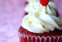 Cake/Cupcakes / by Rachel Chiavari Wolf