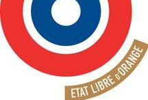 Etat Libre d'Orange / Maison fondée en 2006 par Etienne de Swardt, ÉTAT LIBRE D'ORANGE revendique sa liberté de créer. Toujours élégant et unique, chaque parfum nous rend curieux. Des notes subtiles et audacieuses qui racontent une histoire, un personnage. Les jus d'ÉTAT LIBRE D'ORANGE sont des tableaux qui débordent de poésie, d'érotisme, d'ironie, de contastes et de justesse. Une singularité appuyée par une absolue rigueur dans le choix des matières premières.
