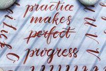 Brush lettering / Tips, inspiratie en tutorials voor brush lettering. Inclusief ABC / Alfabet voorbeelden van verschillende brushletter stijlen.