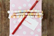 Verpakking / Wrapping DIY / Tips, trucs en tutorials om je kado's prachtig mooi in te pakken met feestjes, de feestdagen en verjaardagen.