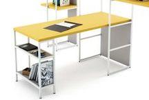 Pieza TWO . El caballete / Caballete de hierro para configurar mesas de estudio de estilo nórdico. Se pueden crear mesas colectivas con tablero en roble y mesas-mostrador para tiendas.