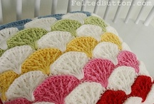 Crochet: Pillows / by Melina Dahms