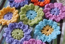 Crochet: Motifs, Squares and Flowers / by Melina Dahms