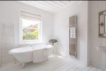 Bisque Quill Radiator / This streamlined towel radiator is made of highly polished stainless steel tubes which soar to elegant tips, cut at an angle. The pleasingly chunky tubes reflect light and colour and have echoes of both industrial and Art Deco designs. The specially designed, looping rail, can be adjusted to any height and allows plenty of space for the fluffiest of towels.