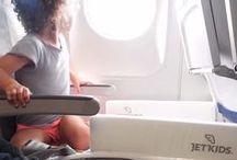 hoch hinaus / Fliegen mit Kindern: das erste Reisegepäck für Kinder, das bei Flugreisen auch als Bett umfunktioniert werden kann.