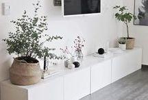 Wohnzimmer - Interior / Hier findest du viele Inspirationen und Tipps, wie du dein Wohnzimmer schön und gemütlich einrichten und verschönern kannst.