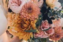 Fall Wedding / Eine Hochzeit im Herbst lebt von warmen, satten Farben, ein wenig rustikalen Touch und gemütlichem Ambiente. Entdeckt Inspirationen für die Herbsthochzeit - ob Deko, Brautkleid oder Brautstrauß!