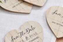 Save the Date Karten - DIY zur Hochzeit / Entdeckt klassische Save-the-Date Karten oder kreative Ideen für Save the Date Shootings, damit Eure Gäste früh genug den großen Hochzeitstag einplanen können!