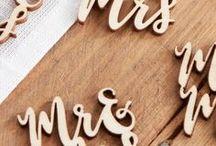 """Mr and Mrs Wedding / Hochzeitsdeko mit Mr and Mrs Schriftzug - Zeigt Euren Hochzeitsgästen, dass ihr ab sofort unzertrennlich """"Mr & Mrs"""" seid. Peppt Eure Hochzeitslocation mit dem angesagten Schriftzug auf und zeigt gleichzeitig Eure Zusammengehörigkeit. ❤"""
