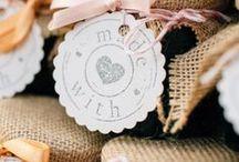 Gastgeschenke zur Hochzeit / Kleine Geschenke bei der Hochzeit bewahren die Erinnerung. Deshalb wird nicht nur das Brautpaar beschenkt, es erhält auch jeder Hochzeitsgast ein kleines Gastgeschenk.