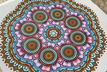 Coloriages Mandalas / Prenez le temps de vous ressourcer, de retrouver le calme et vous détendre grâce aux mandalas MEGASTAR® France. Retrouvez les plus belles réalisations de nos lecteurs !