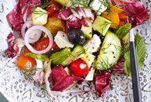 Salat-Rezepte / Hier findet ihr viele einfache und leckere Salat-Rezepte - egal ob Salate zum Grillen, für die Low Carb Abendessen oder Salat im Glas für unterwegs. Außerdem haben wir leckere Rezepte für Salat Dressings.