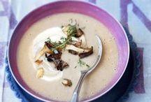 Suppen & Eintöpfe / Hier findet ihr viele leckere und gesunde Suppen- und Eintopf-Rezepte. Von asiatischer Misosuppe, über eine klassische Tomatensuppe bis hin zur ausgefallenen Blumenkohl-Bananen-Suppe. Hier ist für jeden Geschmack etwas dabei.