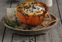 Kürbisrezepte / Hier findet ihr viele leckere Kürbisrezepte für den Herbst. Von gebackenem Ofenkürbis, über Kürbislasagne, bis hin zu Kürbis-Cheesecake - hier ist für jeden Geschmack und Anlass etwas dabei.