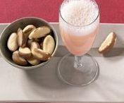 Getränke für die Silvesterparty / Prosit Neujahr! Zu einer gelungenen Silvesterparty gehören auch leckere Drinks. Egal ob alkoholisch oder alkoholfrei. Von klassischen Bellinis, über alkoholfreien Kinderpunsch, bis hin zu ausgefallenen Cocktails - hier ist für jeden Geschmack etwas dabei.