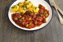 Rezepte mit Kartoffeln / Hier findet ihr viele leckere Rezept mit Kartoffeln. Vom klassischen Kartoffelauflauf, über Pellkartoffeln und Ofenkartoffeln bis hin zum leckeren Kartoffelsalat - hier findet jeder das passende Rezept.