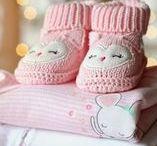 Risparmiare sui Vestiti dei Bambini / Lo sanno bene le mamme che organizzare i vestiti di neonati e bambini è decisamente una sfida contro il tempo. Ben presto ci si accorge di quanto i bambini crescano in fretta.  Ecco qualche idea per risparmiare sull'acquisto di vestiti per bambini: