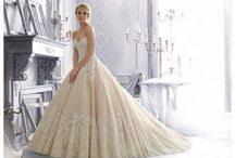 Ball Gown Style Wedding Dresses / Princess Style