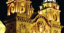 America South - Peru - Inca Cywilization: Cusco; Machu Pichu; Pisac; Ollantaytambo; / Cuzco, często pisane Cusco, miasto w płd-wsch części Peru. Miejsce było historyczną stolicą Imperium Inków od 13 do 16 wieku, do  hiszpańskiego podboju. Inkowie, lud andyjski, w okresie prekolumbijskim stworzył państwo Tawantinsuyu, Kraj Czterech Dzielnic w Ameryce Południowej, ze stolicą w Cuzco. Do dziś zachowały się ruiny budowli z głazów bez zaprawy murarskiej, m.in. w Machu Picchu, Pisac i w Ollantaytambo, pałaców i twierdzy Sacsahuamán koło Cuzco.