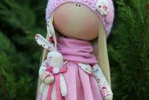 casa di bambola e pupotti