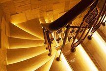 Лестница / Лестница - не только способ сделать доступным верхний этаж, но и способ необыкновенно украсить ваш дом. Стеклянная лестница, пентхаус, дом, дизайн интерьера, архитектор, архитектура, стекло.