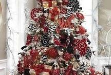 CHRISTMAS FANATIC! / by Cortney Weir