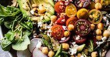 Vegan Salad Recipes / Vegan salads, vegan lunches, vegan dinners, healthy recipes, healthy dinners, healthy lunches, easy lunches, easy dinners, vegan meals, salads, salad recipes, vegan salad dressing, salad dressing, salad bowls, vegan caesar salad, asian salad, zoodles