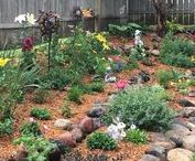 Garden Makeovers @ Gingham Gardens / Stay tuned as we make over our fixer upper yard one garden bed at a time. #gardenmakeovers #yardfixerupper #flowergardening