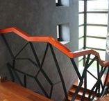 Лестницы и перила. Поручень лестницы. / Лестница в доме, офис, лофт, в интерьере дома, на улице, в квартире. Классика, со стеклом, кованная, винтовая, компактная и оригинальная. Современный дизайн и архитектура, минимализм. Поручни из акрилового камня, ступени. Поручень с подсветкой. Ступени из искусственного акрилового камня в дом, каменные. Искусственный Акриловый камень в интерьере. Подсветка ступеней лестницы. Балясины лестницы не деревянные, а современные. Индивидуальный проект лестниц. WhatsApp: 8-964-644-86-08 (Russia)