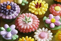 Too Pretty to Eat... / Beautifully decorated cakes, cookies, cupcakes, and more. Confectionery works of art.