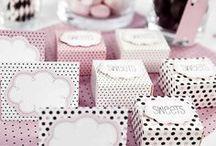 Cajitas monas para decorar y regalar, candybar y bodas / Decoration boxes / Estas pequeñas cajitas son ideales para regalar a tus invitados. Prueba a meterle dentro un par de bombones, unos caramelos, una pulserita, lo que a tí se te ocurra!!! Son perfectas para cualquier tipo de celebración como un bautizo, una boda, una comunión... Las cajitas se venden sin montar para que tú las recibas en perfecto estado, y su montaje es sencillísimo!!