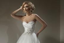 Hear the Wedding Bells?!! Dream Wedding ideas!!! / by Maddie C