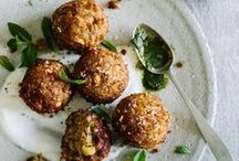 Falafels & ''Meatballs'' / Hearty, healthy falafel patties made of ground chickpeas, garlic, and lots of herbs and vegetarian meatball recipes for a delicious vegetarian (or vegan) dinner!