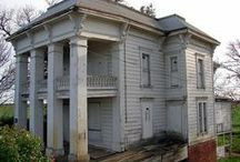 Old Houses and Buildings / I love old architecture and this is a way to share this with y'all.