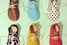 Schuhe für Kinder / Ob Sandalen, Sneakers oder Gummistiefel. Hauptsache bequem und kindgerecht.