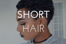 SHORT HAIRSTYLES / Find all the inspiration you need to style your naturally curly short hair. #CurlyGirlsRock