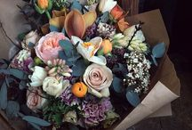 Gorgeous Bouquets / GBs for short. Probably the third pretty thing you should consider after you nail down the shoes and the dress. Do people still throw these? / by Robe et Voile