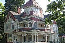 Victorian Homes and cute cottages! / by Donna Yavelak