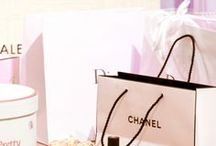 Brunettte goes shopping / The most beautiful fashion stores, bags, boxes and wrappings. Best shopping deals.