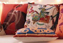 Декоративные подушки / Декоративная подушка мгновенно изменит пространство. Заставит заиграть новыми красками. Большой выбор подушек на сайте htpp://modbum.ru/