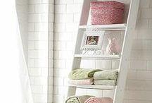 Idées rangements SDB / Découvrez des tas d'idées judicieuses, originales, DIY pour ranger tout ce qui à tendance à traîner dans la salle de bain.