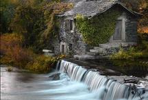 Charming Cottages / by Lauren Bohannan