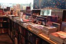Libros en el Mundo / Bibliotecas, librerías, libros que crean espacios. Un tablero para compartir con todos los que amamos los libros y creemos que una linda biblioteca llena de belleza un espacio. Comparte el Tuyo #Mislibros