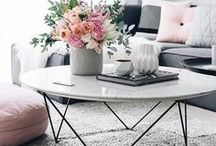 Coffee Table Styling / The perfect coffee table books, vases, flower arrangements and accessories for your living room coffee table