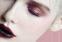 TRENDS Beauty / From barely-there minimalism to tribal looks and the return of gothic, take a look at the make-up trends that stole the Fall/Winter 2017-2018 shows.