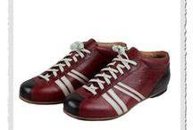 """Zeha Sportschuhe /   Zeha Berlin - der etwas andere Schuh mit einer turbolenten, über 100-jährigen Firmen-Geschichte. Die im Jahre 2006 erschienene WM-Kollektion 'Carl Häßner' im Retro-Style der 50er Jahre erlebte mit ihrer Einführung einen riesigen Hype und zählt insbesondere mit den Modellen """"Liga"""" und """"Club"""" bis heute zu den Top-Sellern. Dieser Schuh hat in seiner Farbenvielfalt mal einfach das gewisse optische """"Etwas"""" hat und ist zudem auch noch langlebig verarbeitet."""